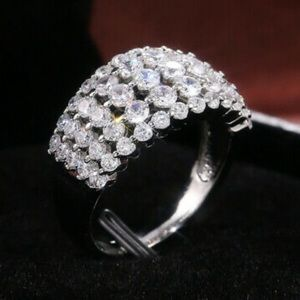 NEW 925 Sterling Silver Beautiful Ring